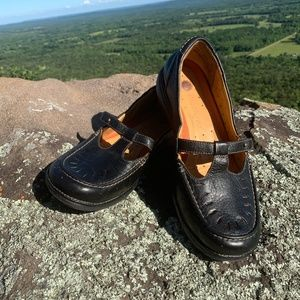 CLARKS UNSTRUCTURED black leather T-strap SZ 9M